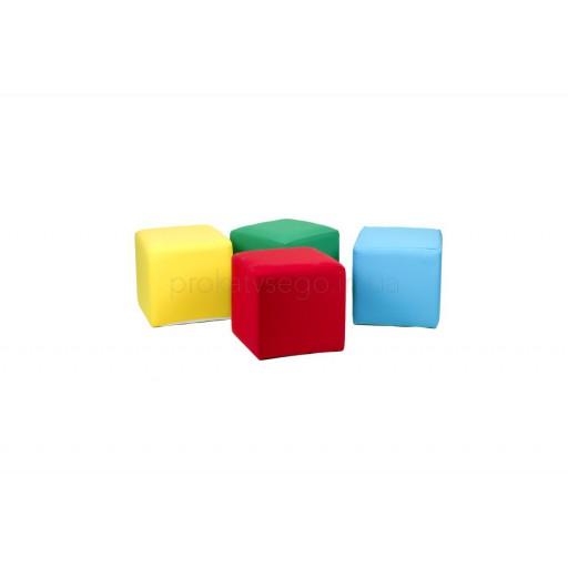 Разноцветные пуфы